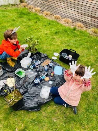 Een slijmexperiment in de tuin