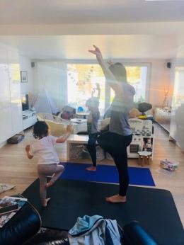 Online ouder-kind-yoga van MAF